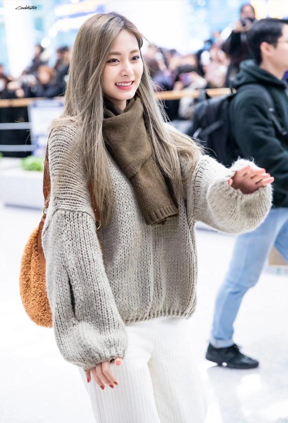 красивая цзую twice кпоп в свитере