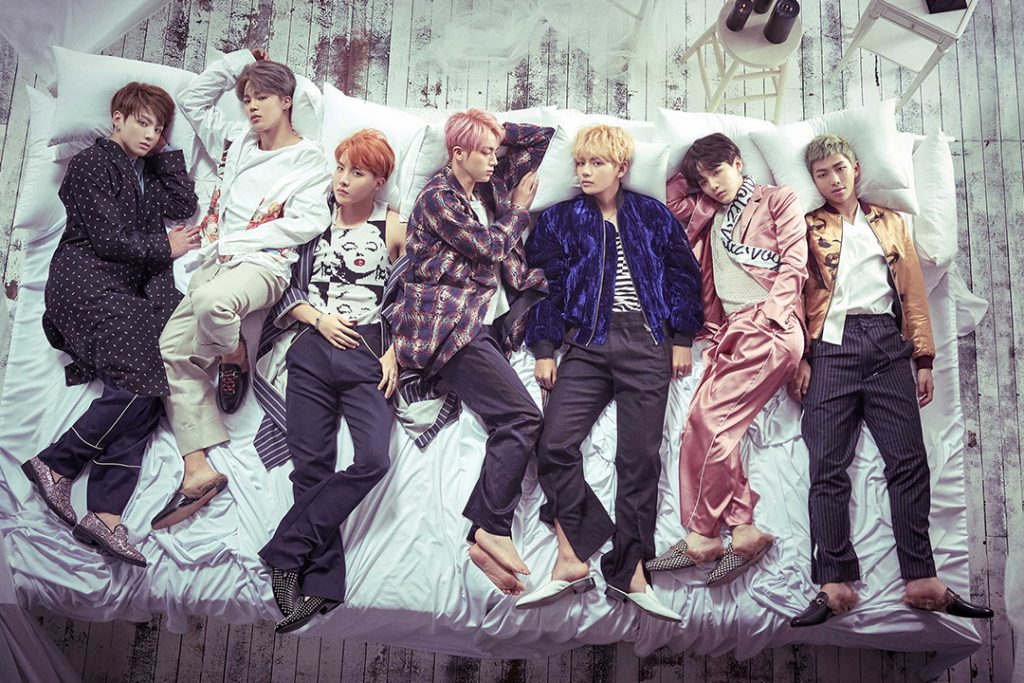 все участники лежат на фото кпоп альбом bts wings