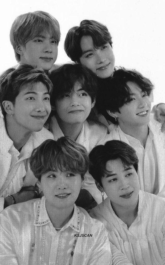группа бтс на фотографии для кпоп альбома BTS MEMORIES OF 2019
