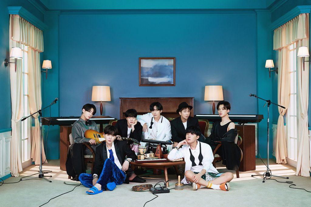 BTS BE DELUXE EDITION групповая фотография участники