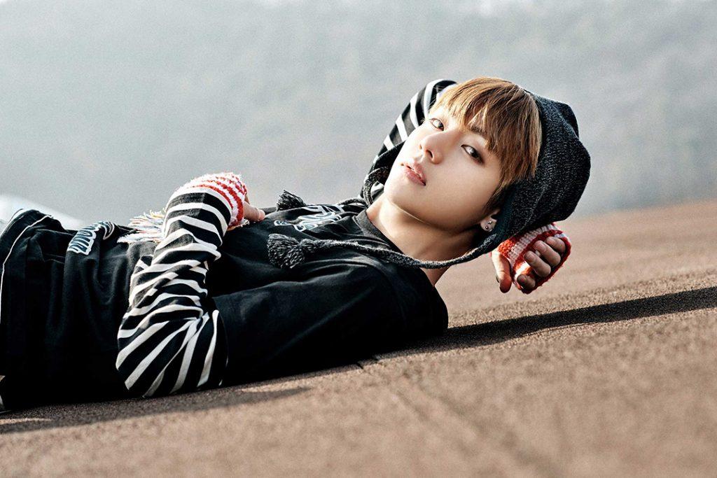 photo kpop album BTS You Never Walk Alone korea V