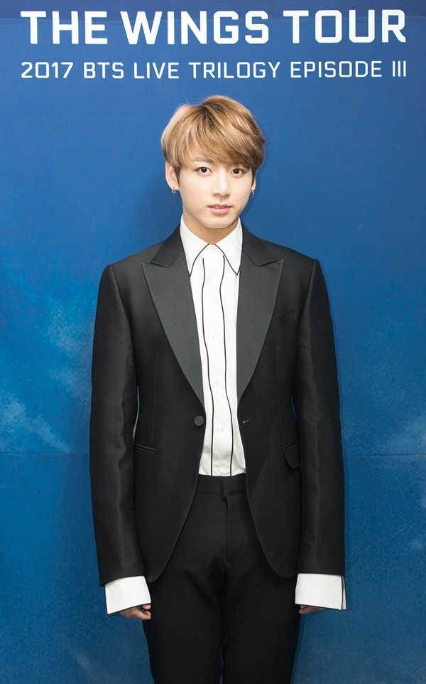 2017 BTS LIVE TRILOGY EPISODE III THE WINGS TOUR IN SEOUL CONCERT kpop album photo Jungkook